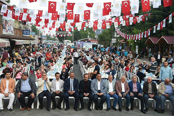 Çamlıyayla ve Tarsus Belediyelerinin ortaklaşa düzenlediği iftar yemeği