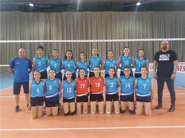 Tarsus, voleybolda Adana Kare Spor'u 3-0 yenerek ilk 16'ya kaldı
