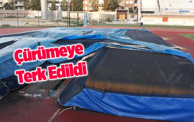 Mersin Tarsus Şehir Standındaki Spor Malzemeleri Günden Güne Çürüyor.