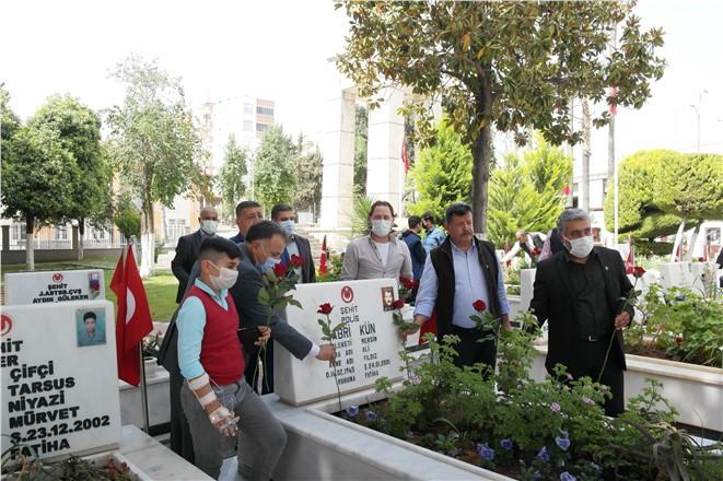 EMŞAV TARSUS'TA ŞEHİT POLİSLERİ UNUTMADI
